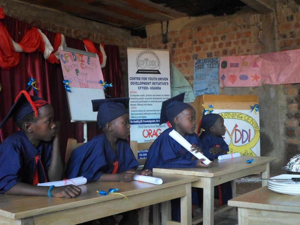 Jugendprojekt in Uganda Abschlussklasse