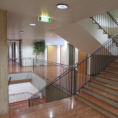 Ferdinand-Hanusch-Platz-1-AVA-Hof-AussenansichtStiegenhaus_738.jpg